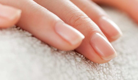 Nail Changes Alert Woman to Lung Cancer