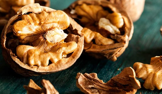 Eating Walnuts May Help Breast Cancer Patients