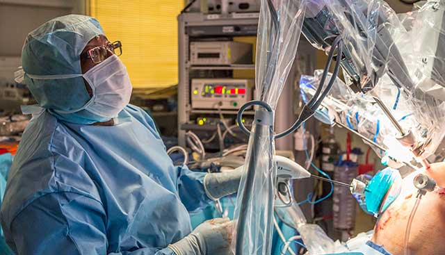 Robotic-Surgery-for-Cancer-Improves-Outcomes.jpg